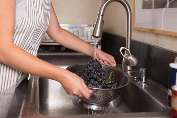 Rửa sạch nho - nho khô có tác dụng gì