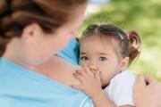 Cách cai sữa cho bé hiệu quả, bé không quấy khóc