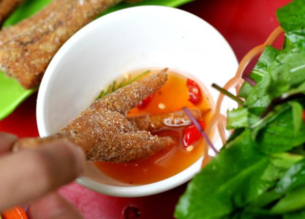 Chân gà rang muối chấm mắm tỏi ớt - chân gà rang muối