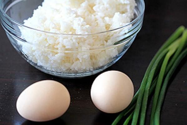 Nguyên liệu làm cơm chiên trứng - cách làm cơm chiên trứng ngon