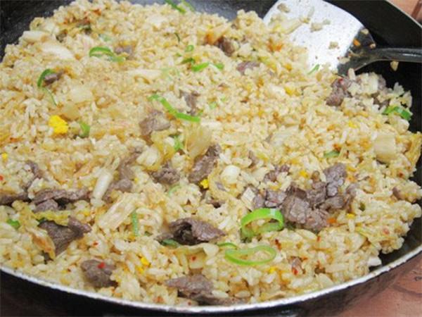 Rang cơm với kim chi, thịt bò