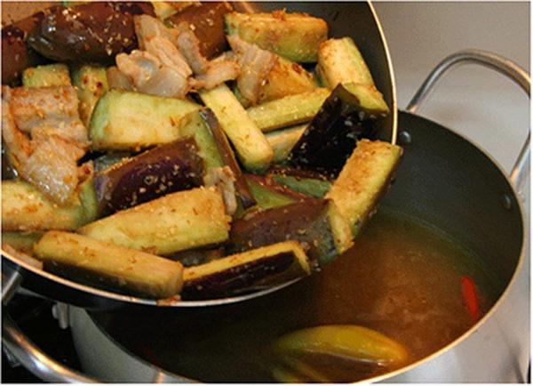 Nấu nước dùng lẩu - cách nấu lẩu mắm miền tây