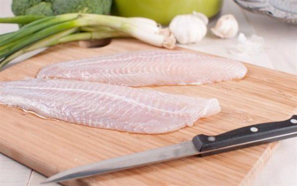 Lọc tách riêng xương và thịt cá lóc - cách nấu cháo cá lóc ngon