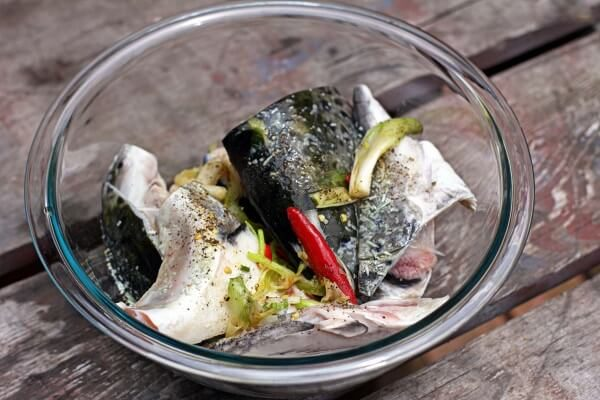Ướp cá - nấu lẩu cá hồi