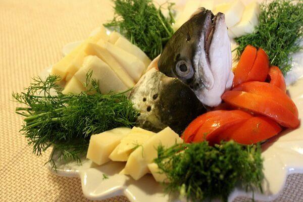 Chuẩn bị các loại rau củ - lẩu cá hồi măng chua