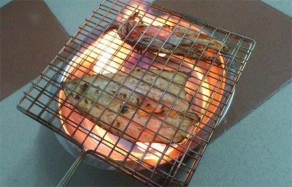 Nướng mực bằng cồn - cách nướng mực khô