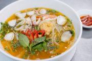 Cách nấu bánh canh chả tôm xứ Quảng ngon như nhà hàng
