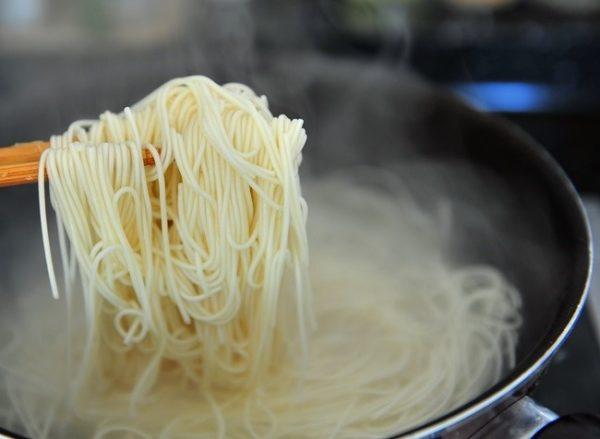cách làm mì trộn Hàn Quốc