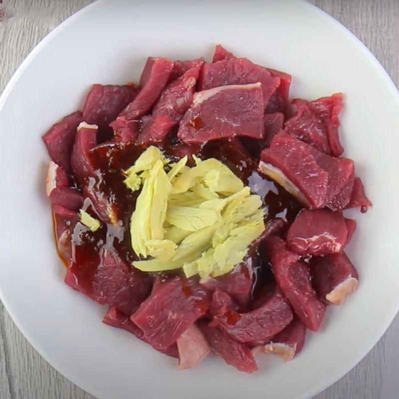 Ướp thịt bò trong khoảng 30 phút cho thấm đều gia vị